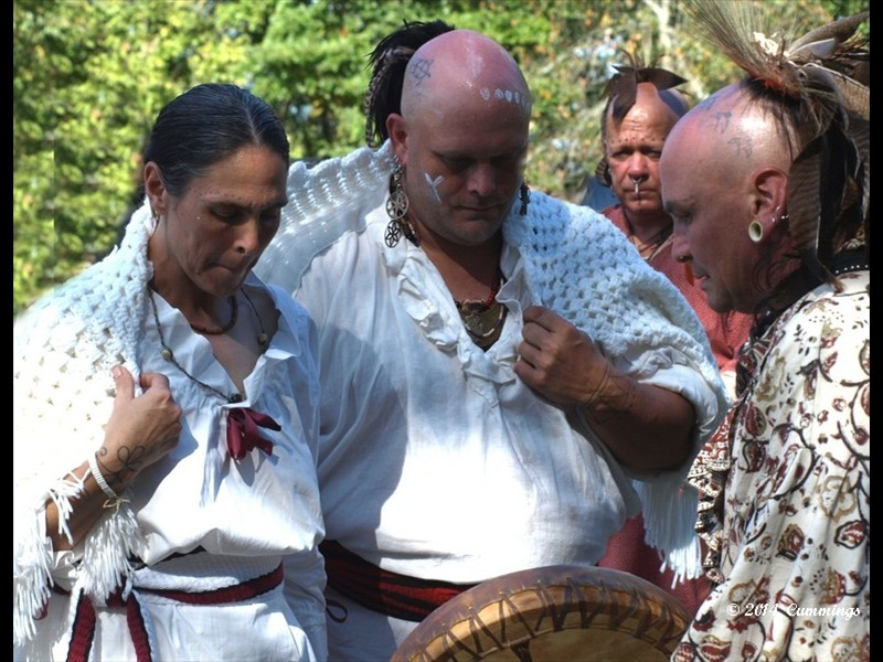 To Celebrate Their 10th Wedding Anniversary Angel And Jesse Mudd Renewed Vows In A Traditional Cherokee Ceremony Invited Re Enactors